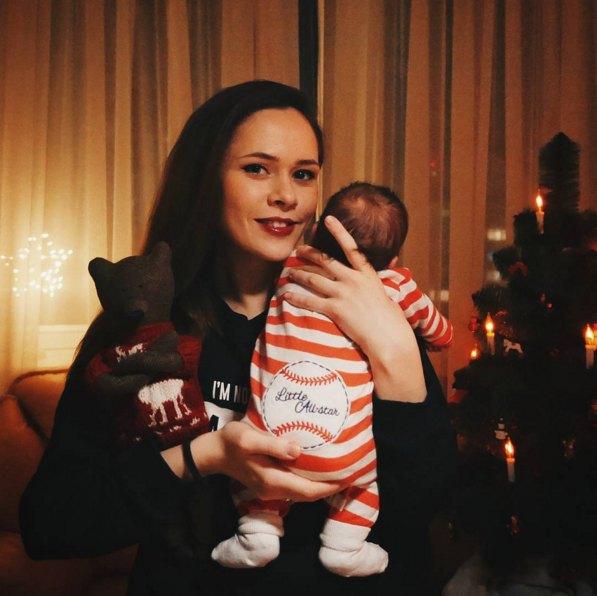 Юлия Санина с новорожденным сыном Даней