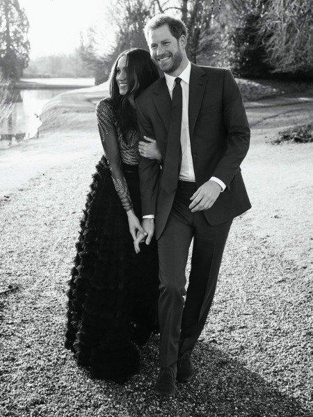 Принц Гарри и Меган Маркл на фото в честь помолвки