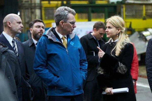 Посол США в Украине Джеффри Пайетт и Юлия Светличная на харьковском заводе