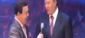 """Янукович спел с Кобзоном: """"Мама моя - Украина, и отец мой - Донбасс"""""""