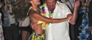 """Мел Гибсон """"зажигал"""" на гавайской вечеринке"""