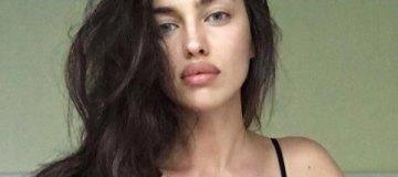 Ирина Шейк в странной шапочке из фольги загорала в микробикини