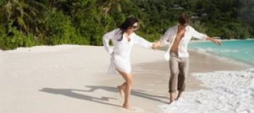 Заворотнюк с мужем побегала под пальмами