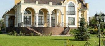 Наместник Киево-Печерской Лавры продает свой роскошный особняк за $1,3 млн