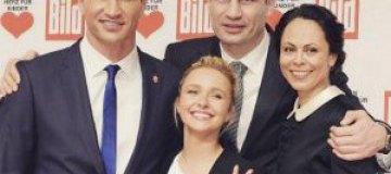 Владимир Кличко показал семейное фото с невестой и ее родителями