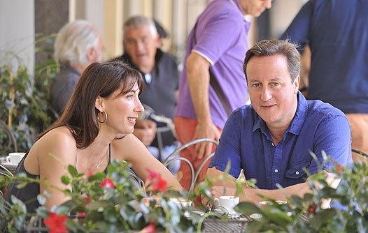 Посрамленный премьер с женой