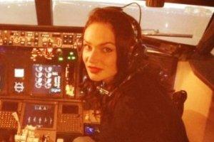 Водонаева учится управлять самолетом