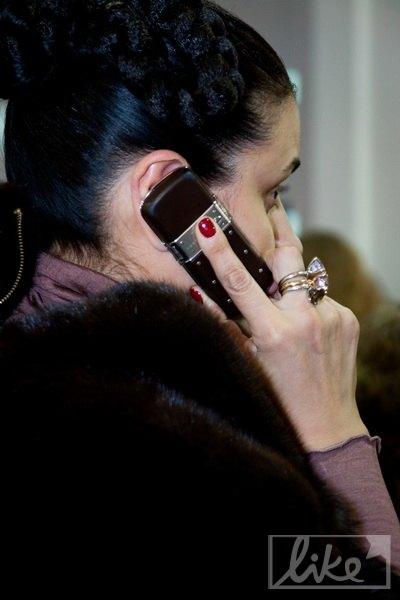 Манюк отдала предпочтение телефону от Vertu