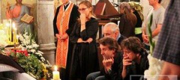 Богдана Ступку всю ночь отпевали на Аскольдовой могиле