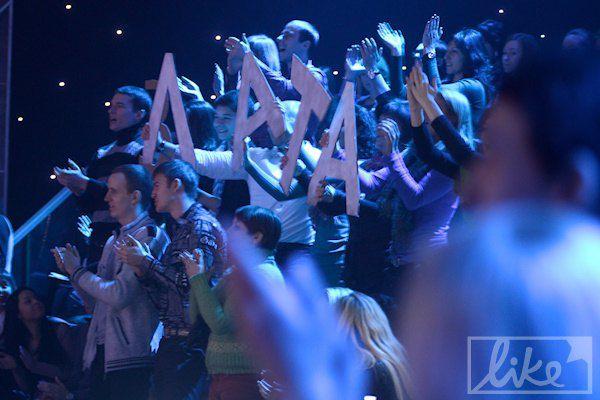 Певицу в зале поддержали поклонники