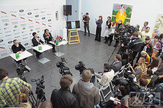 Накануне открытия выставки Кензо Такада провел пресс-конференцию в Киеве