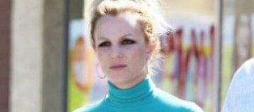 Бритни Спирс появилась на публике с голубыми волосами
