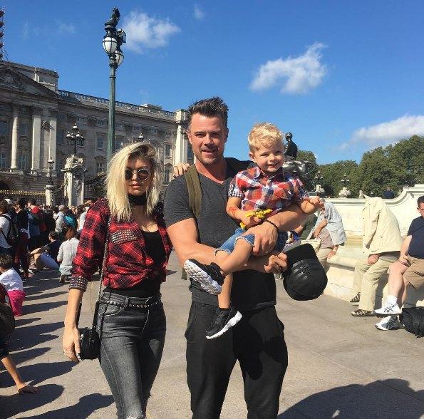Ферги с мужем и сыном