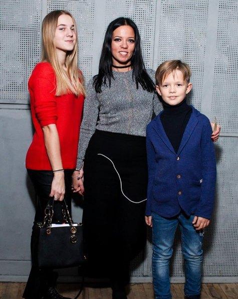 Горовая с дочкой Наташей и сыном Андреем