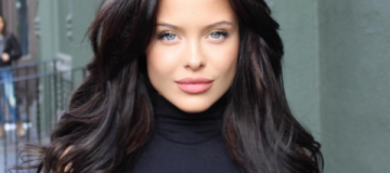 """""""Двойник Джоли"""" покоряет соцсети снимками в купальниках"""