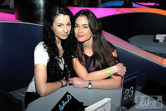 Ирина Журавская (справа) с подругой
