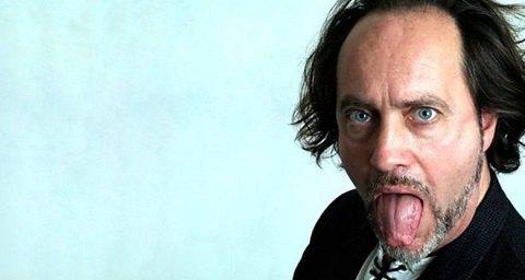 Британский комик умер на сцене после шутки про инсульт