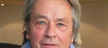 76-летнего Алена Делона госпитализировали