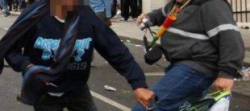 Русский милиционер задержал бандита с ножом на Лондонском карнавале