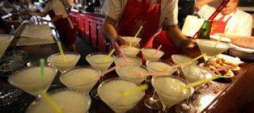В Лондоне приготовили самый дорогой коктейль в мире