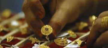 Посетитель ювелирной выставки проглотил бриллиант