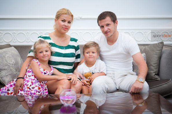 Татьяна и Александр Алиевы с детьми