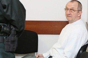 Заключенный пожаловался на тюремщиков из-за эротических фильмов