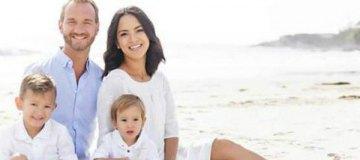 Жена Ника Вуйчича узнает пол близнецов в прямом эфире