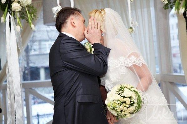 Первый поцелуй в статусе мужа и жены