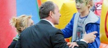 Тигипко отдал сына в англоязычную школу