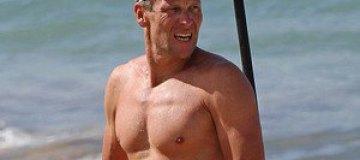 Лэнс Армстронг показал голый торс на Гавайях