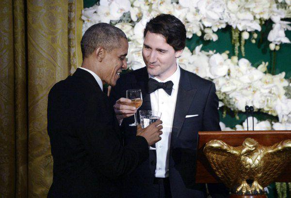 ...А Барак Обама, похоже, пьет воду