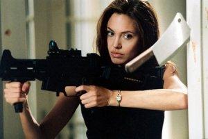 Брэд Питт подарил Анджелине Джоли стрельбище
