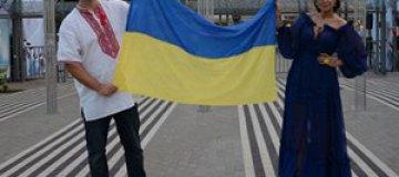 """Потап и Настя на """"Новой волне"""" вышли с украинским флагом"""