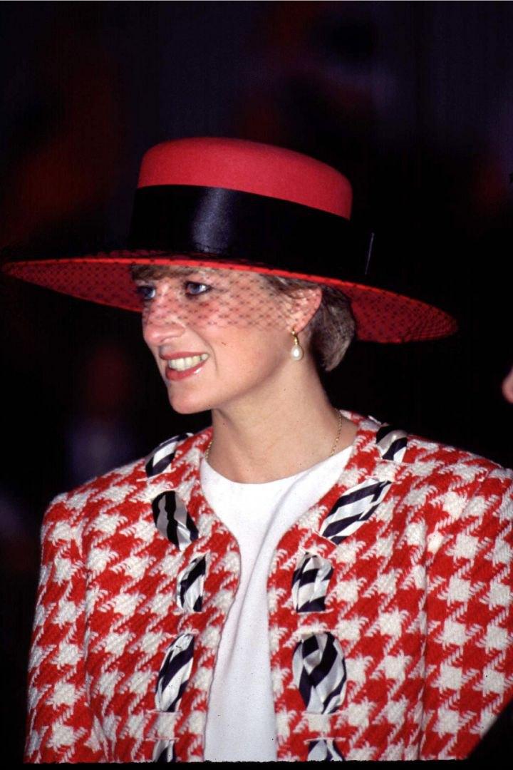 """Принцесса Диана до сих пор считается """"иконой стиля"""""""