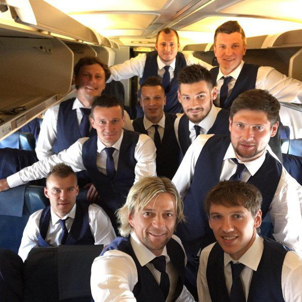 А сегодня наша сборная прилетела в Прованс (Франция), где уже 12 июня сыграет с действующим чемпионом мира по футболу - сборной Германии