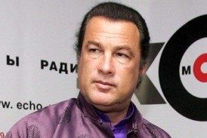 Стивена Сигала пригласили посадить деревья в Севастополе