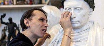 В России устанавливают бюст Путина в образе римского императора
