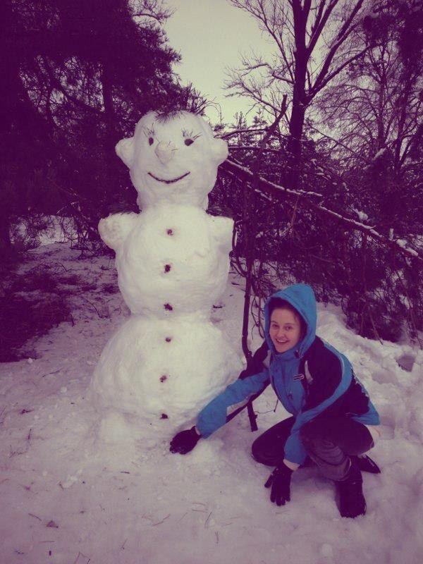 Ева Бушмина на выходных лепила снеговика
