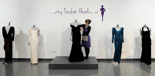 Десять платьев принцессы Дианы были проданы с аукциона