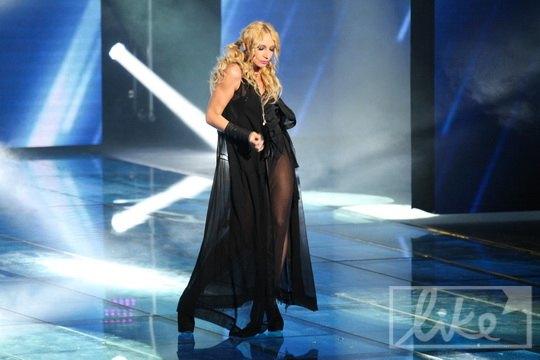 Кристина Орбакайте вышла на сцену в откровенном платье