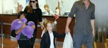 """Дети Джоли-Питта """"лечатся"""" от развода родитилей на групповой психотерапии"""