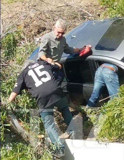 Харрисон Форд пришел на помощь водителю, попавшему в аварию