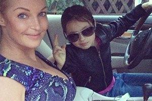 Дочь Волочковой пожаловалась на папарацци