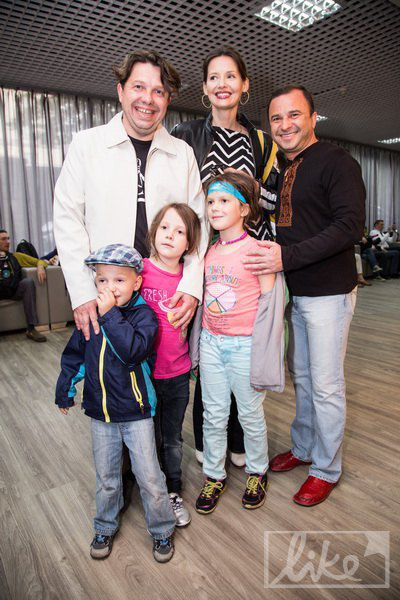 Тарас Чубай с женой и детьми, Виктор Павлик