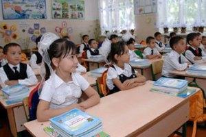 Узбекских школьниц обязали носить косички