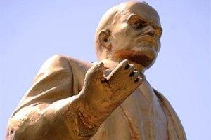 К памятнику Ленина в Донецке приделали клешню