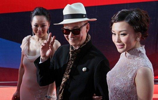 Китайский режиссер Йонфан со спутницами