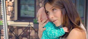 Елена Темникова показала новорожденную дочку