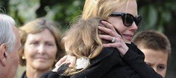 Николь Кидман со слезами на глазах похоронила своего отца
